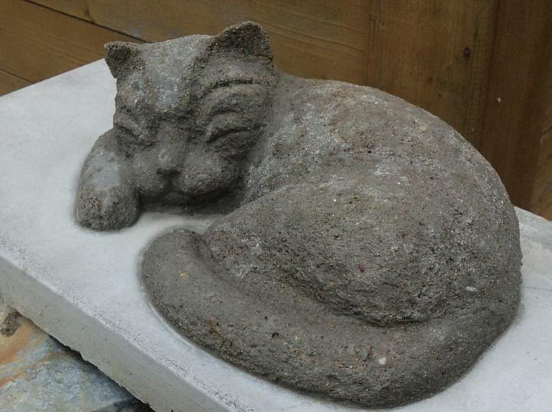 кот из цемента для дачи