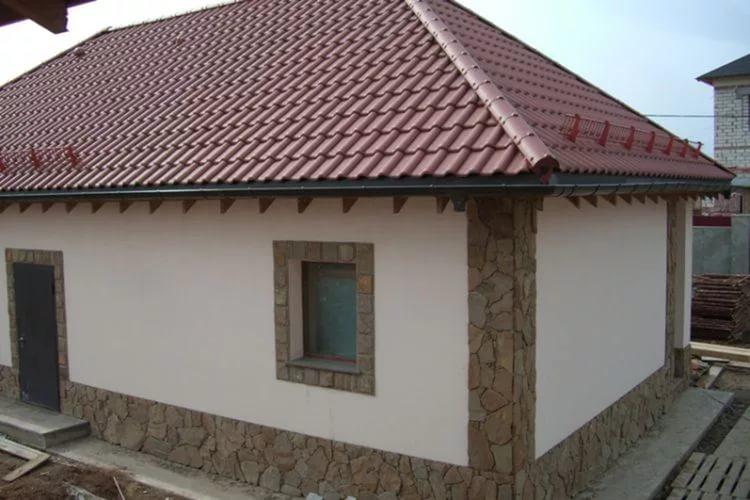 Отделка декоративной штукатуркой фасада дома